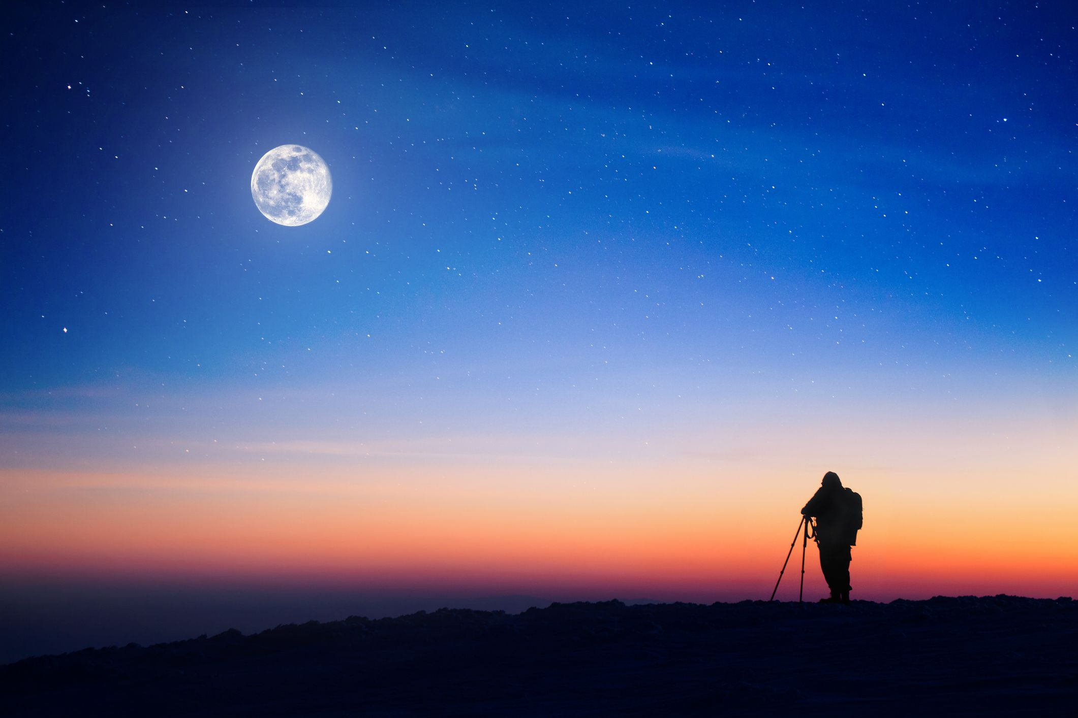 Photographingfullmoon-GettyImages-168433755-59721d166f53ba0010646ab8